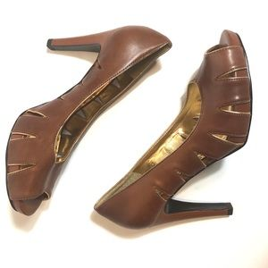 Gianni Bini EUC Caramel Leather Heels Gold Accent